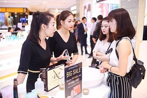 Đào tạo nhân viên cách thu hút khách hàng mua mỹ phẩm